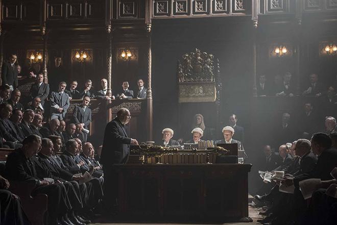 Critique des Heures sombres dans lequel Gary Oldman interprète Winston Churchill.