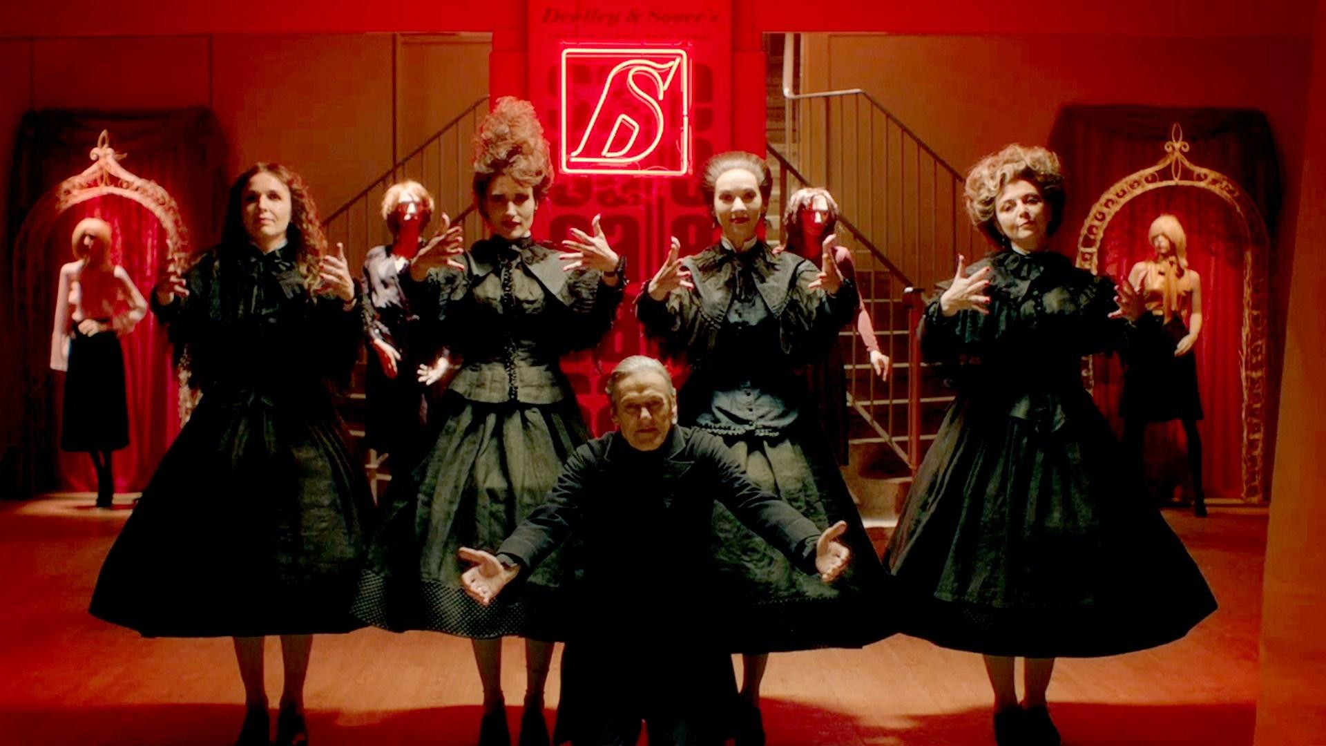 """Critique du film d'horreur """"In Fabric"""", réalisé par Peter Strickland."""