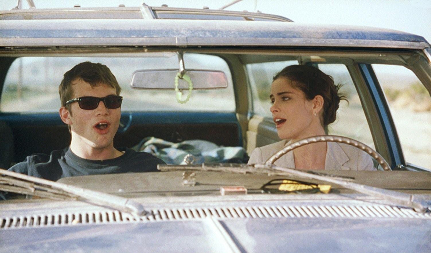 """""""7 ans de séduction"""" : Comment Amanda Peet a-t-elle convaincu Ashton Kutcher de faire le film ?"""