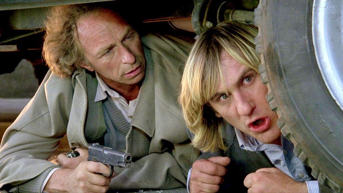 """""""Les Fugitifs"""" : Lors d'un accident de tournage, Jean Benguigui a été percuté par une camionnette conduite par Gérard Depardieu."""