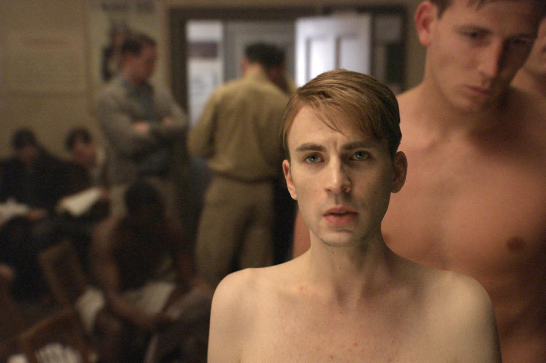 """""""Captain America : First Avenger"""" : retour sur l'incroyable transformation du personnage de Steve Rogers, incarné par Chris Evans."""