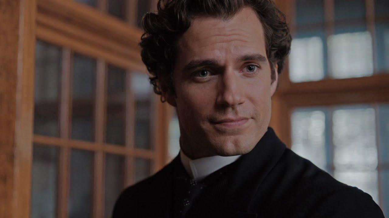 Henry Cavill trouve que jouer Sherlock Holmes est moins stressant que Superman et Geralt