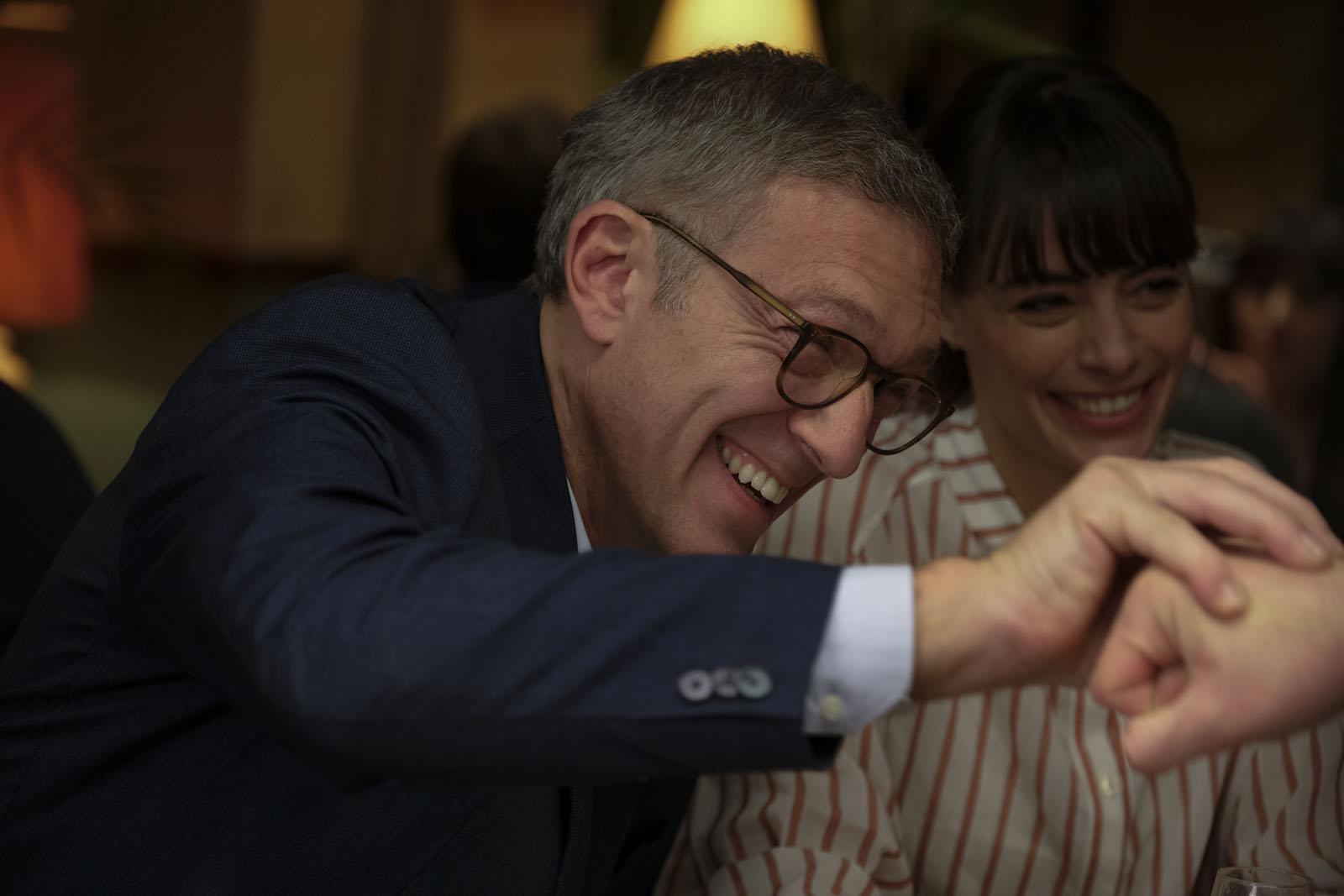 Le Bonheur des uns... : Critique de la comédie de Daniel Cohen avec Bérénice Béjo, Vincent Cassel, Florence Foresti et François Damiens.