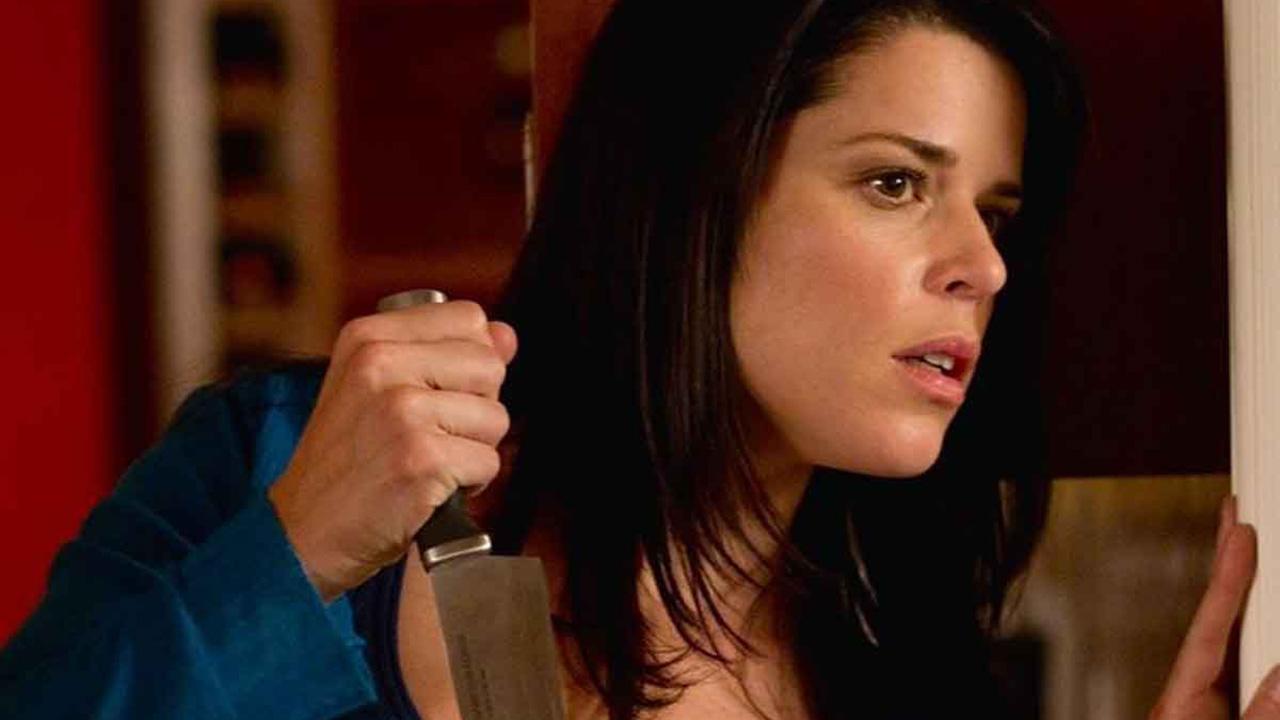 """Scream 5 : Neve Campbell """"sera couverte de sang"""" dans le prochain opus"""