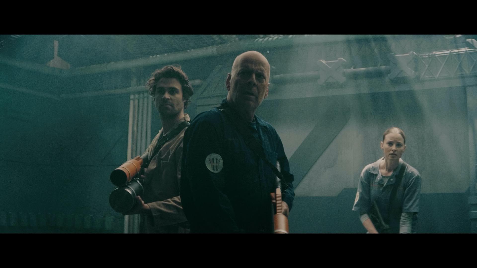 Bruce Willis manie le lance-flammes dans Anti-Life
