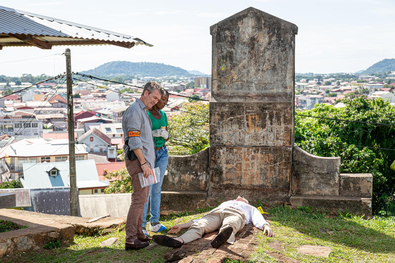 Nadège Beausson Diagne et Philippe Caroit sur le tournage de Meurtres à Cayenne