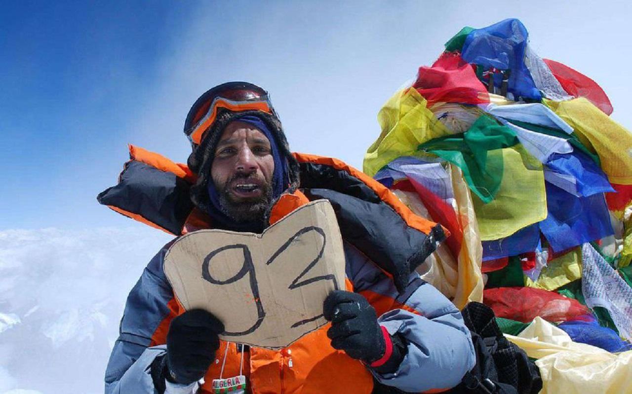 Nadir Dendoune en haut de l'Everest ©Nadir Dendoune