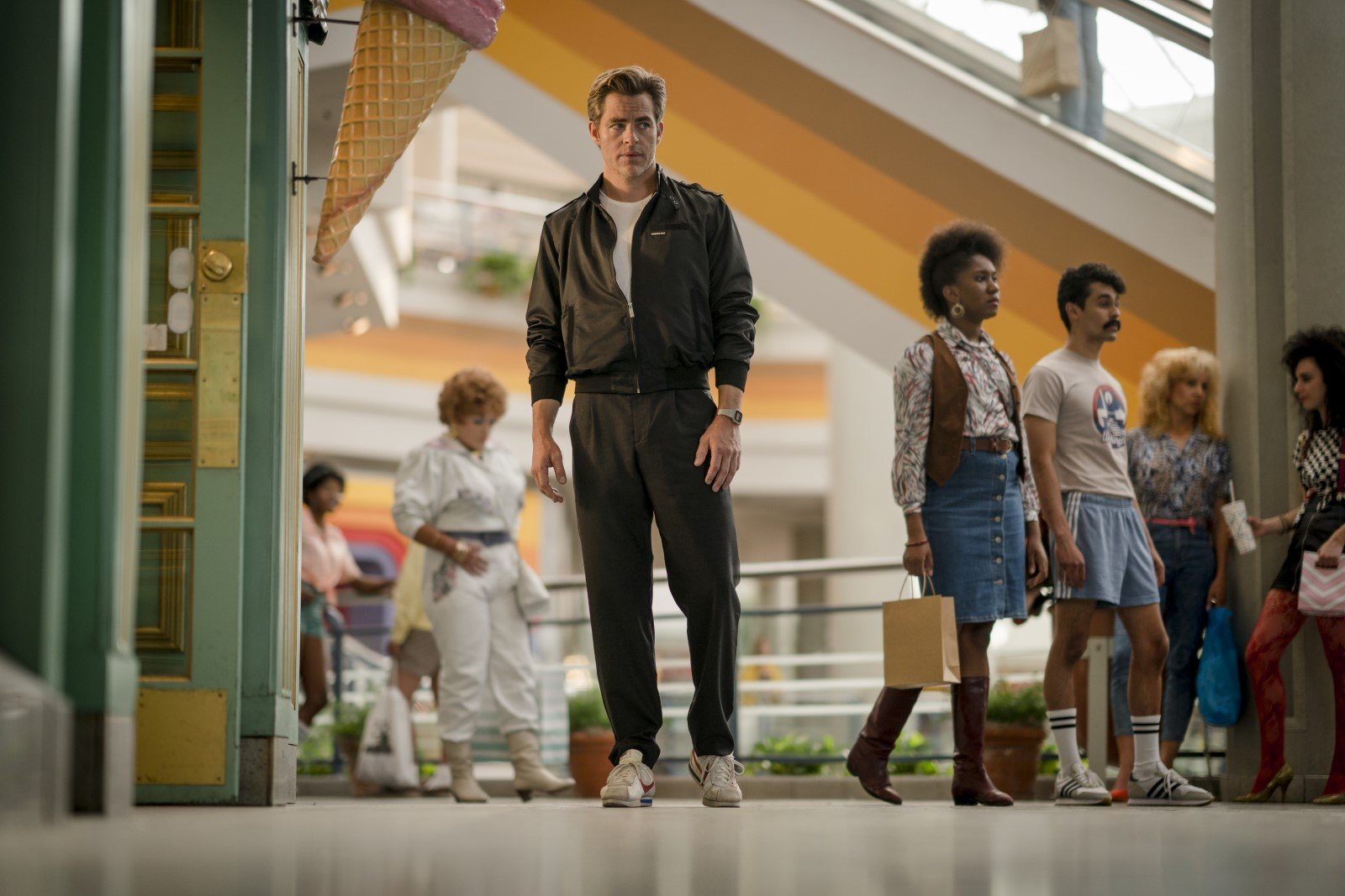 Steve Trevor (Chris Pine) - Wonder Woman 1984