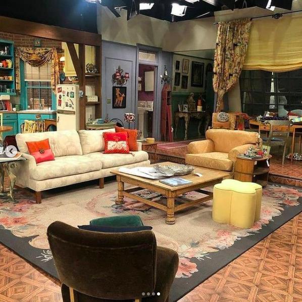 L'appartement de Monica reprend vie