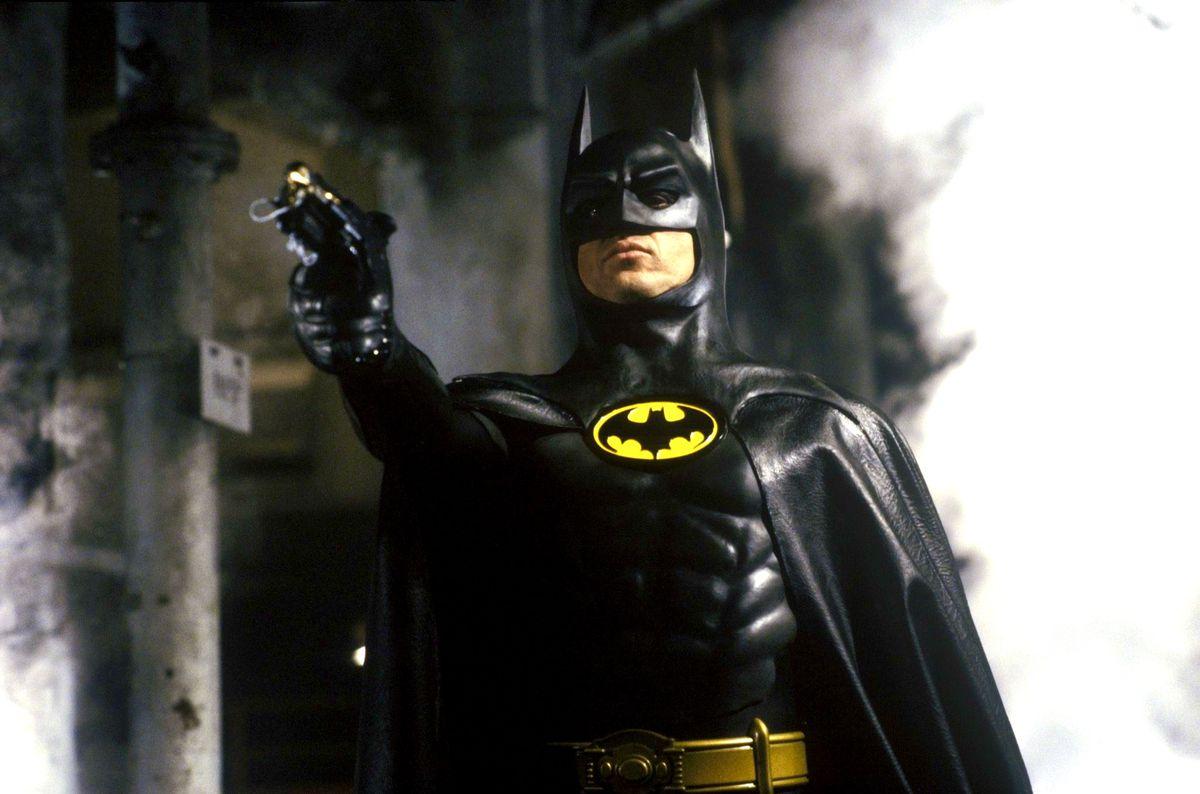 Bruce Wayne (Michael Keaton) - Batman